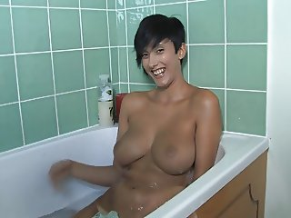 kim bathtub