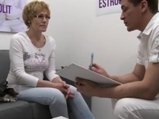Mature Czech Ungentlemanly Squirting With Estrogenolit