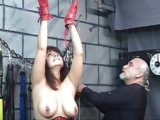 Brunette in a corset with blindfold gets the brush pussy tormented with clamps