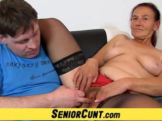 "Granny Linda old hairy pussy spread and toyed"" class=""th-mov"