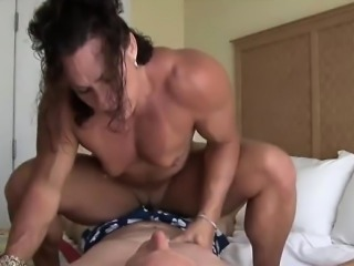 Female bodybuilder facesitting and riding