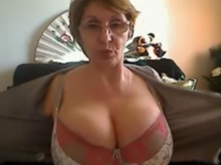 Sexy Mature Shows Her Chubby Tits On the top of Her Webcam Clubby
