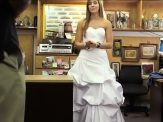 Bride to be pawns her pussy and gets fucked by pawn man