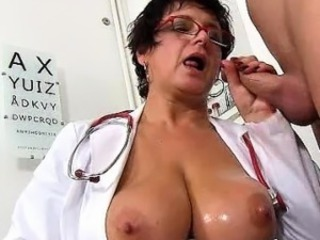 Czech milf doctor Beate mom lad hospital hj with cum on breast