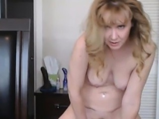 Bizarre Mature Whore doing Bush-leaguer Webcam Show
