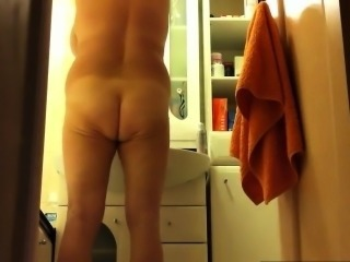 Bathroom HiddenCam Mom Voyeur