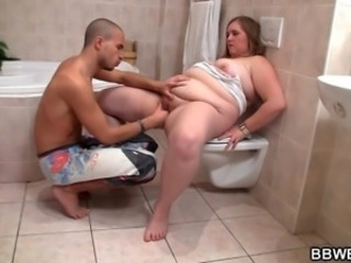 Fucking beamy girlfriend in the bathroom