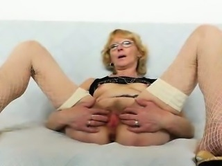 Blondie mother gapes and fucks the brush fuck hole