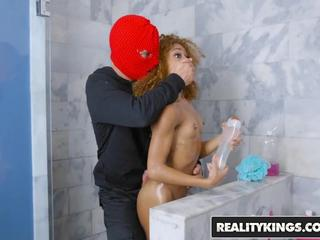 RealityKings - Round and Brown - Shower Robber