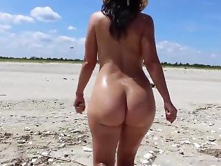 Bubble Butt 22yr Old Girlfriend Having Nude Relaxation At The Beach