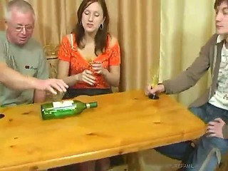 Daddy Drunk Family Groupsex Mature Mom Old and Young