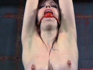 Beauty gets her neck restrained and confidential clamped