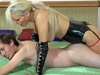 Kinky blond mistress in leather gear plugs her sub