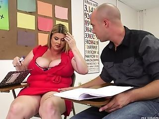 Bald Dude Dives Into A Fat Cunny Of A Chubby Chick At Lesson
