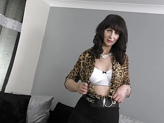 Toni Lace British grown up old woman feeding her old cunt