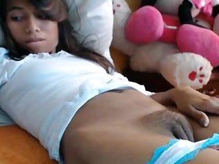 Bedroom webcam pussy play